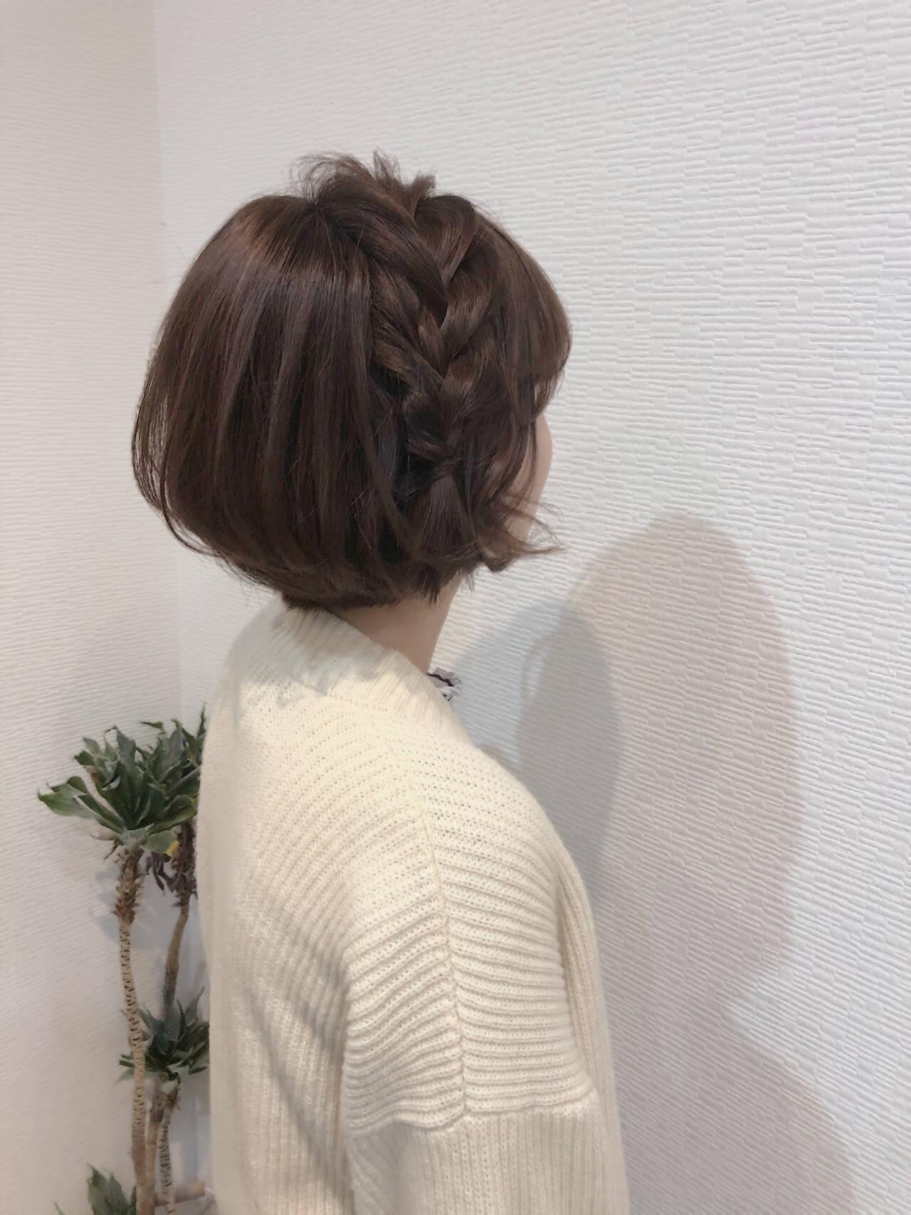 ショート 編み込みヘア ショートヘアアレンジ フェミニンヘアスタイルや髪型の写真・画像