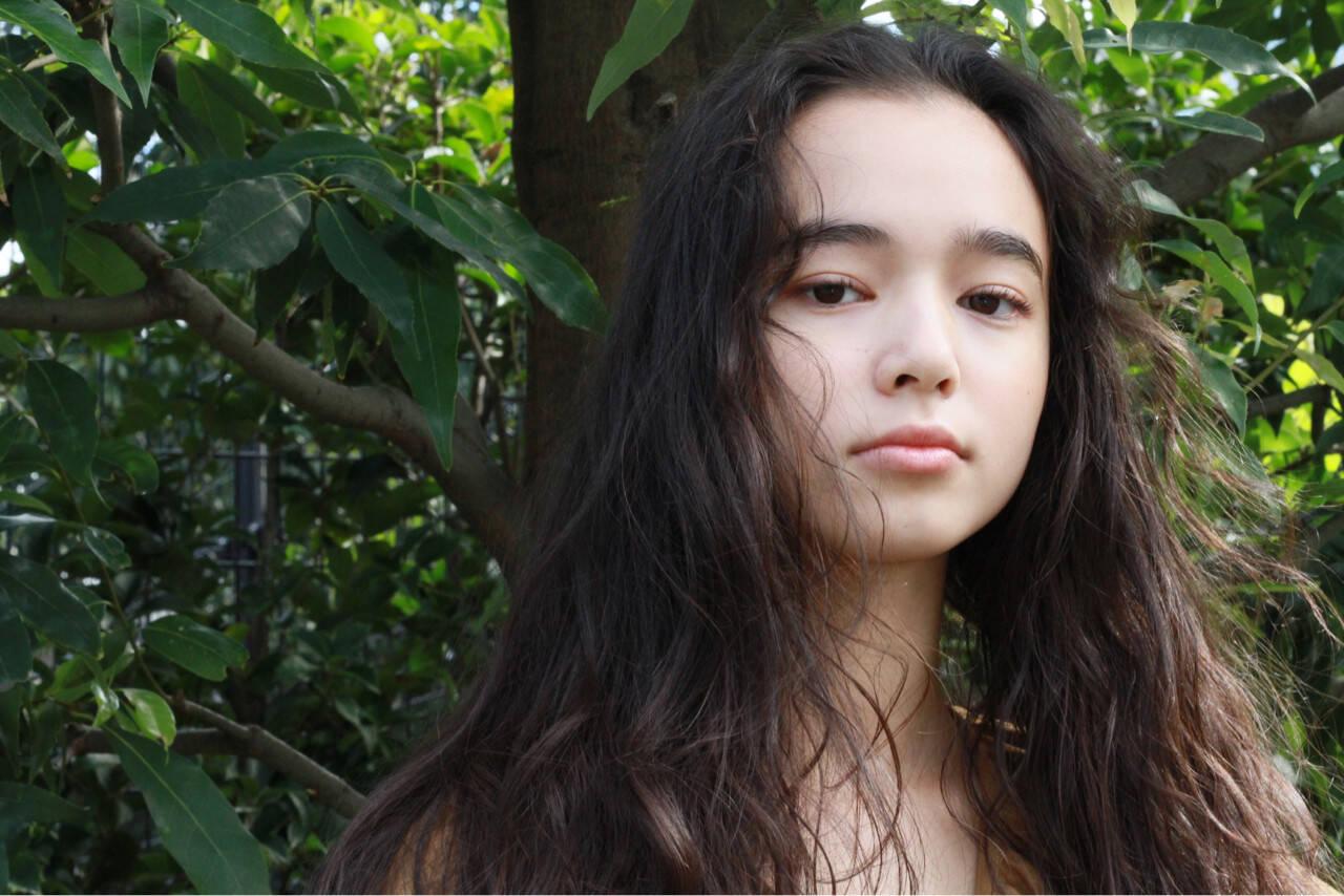 ロング くせ毛風 パーマ 外国人風ヘアスタイルや髪型の写真・画像