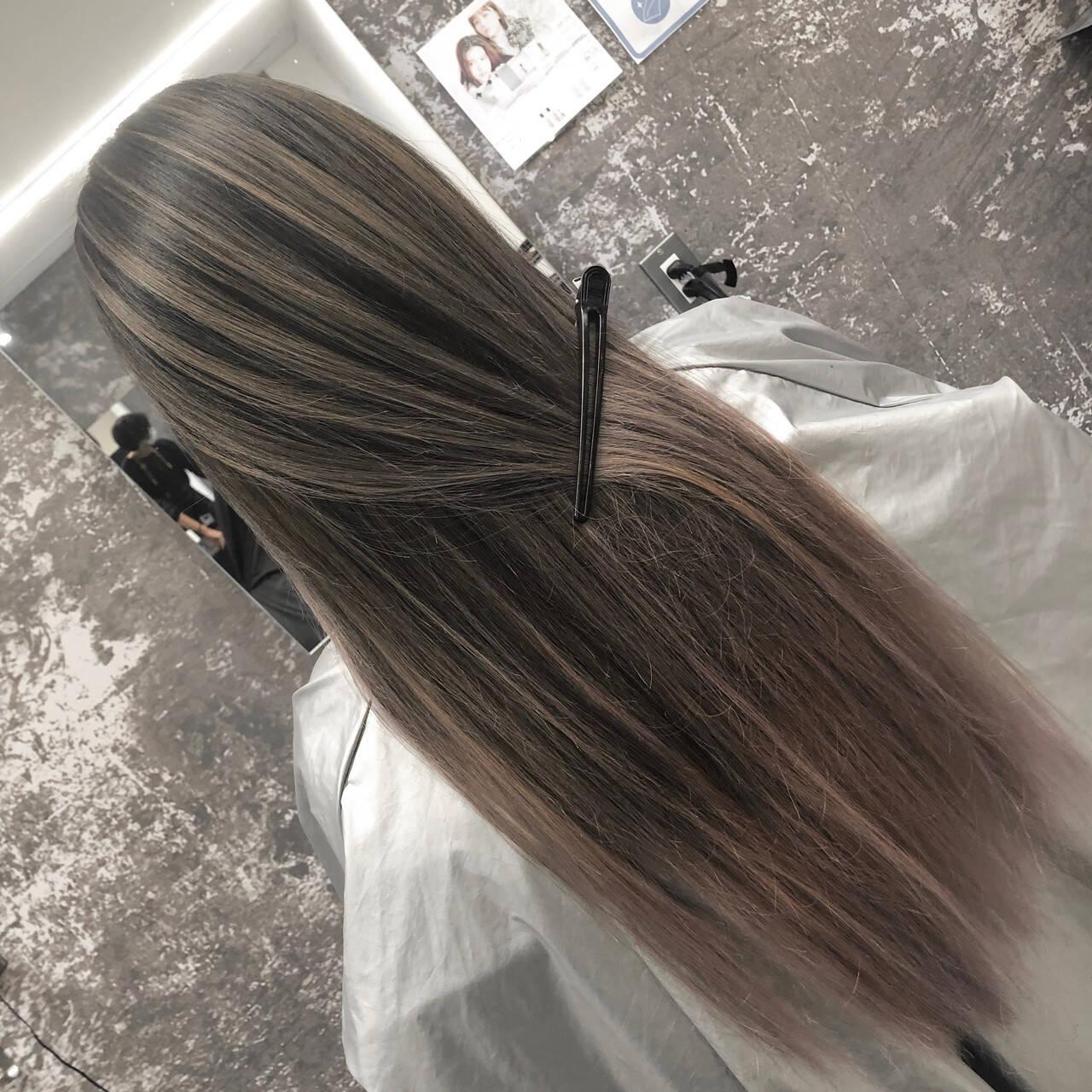 アッシュベージュ バレイヤージュ ロング 外国人風カラーヘアスタイルや髪型の写真・画像