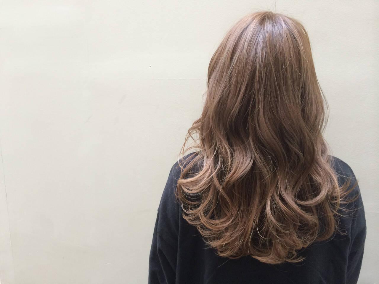 ロング ゆるふわ ストリート ベージュヘアスタイルや髪型の写真・画像