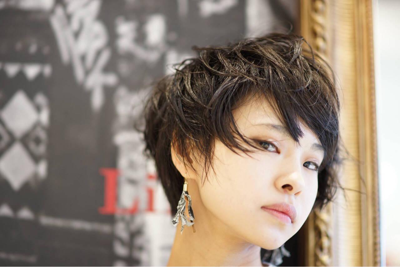 大人女子 モード 前髪あり 黒髪ヘアスタイルや髪型の写真・画像