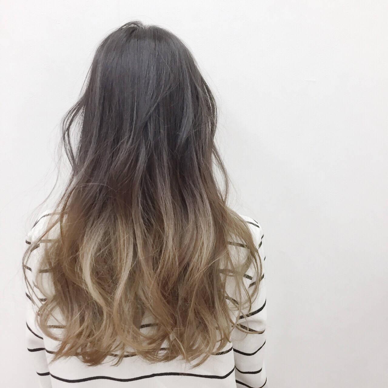 ツートン ベージュ ハイトーン ロングヘアスタイルや髪型の写真・画像