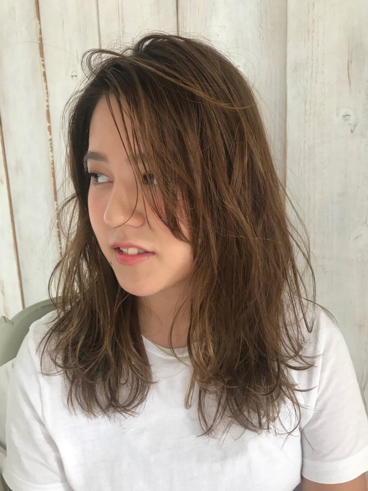 ナチュラル リラックス アンニュイ セミロングヘアスタイルや髪型の写真・画像