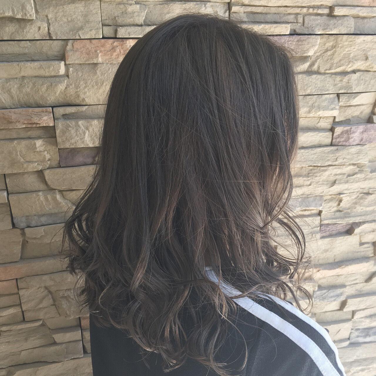 ゆるふわ ミディアム アッシュ ナチュラルヘアスタイルや髪型の写真・画像