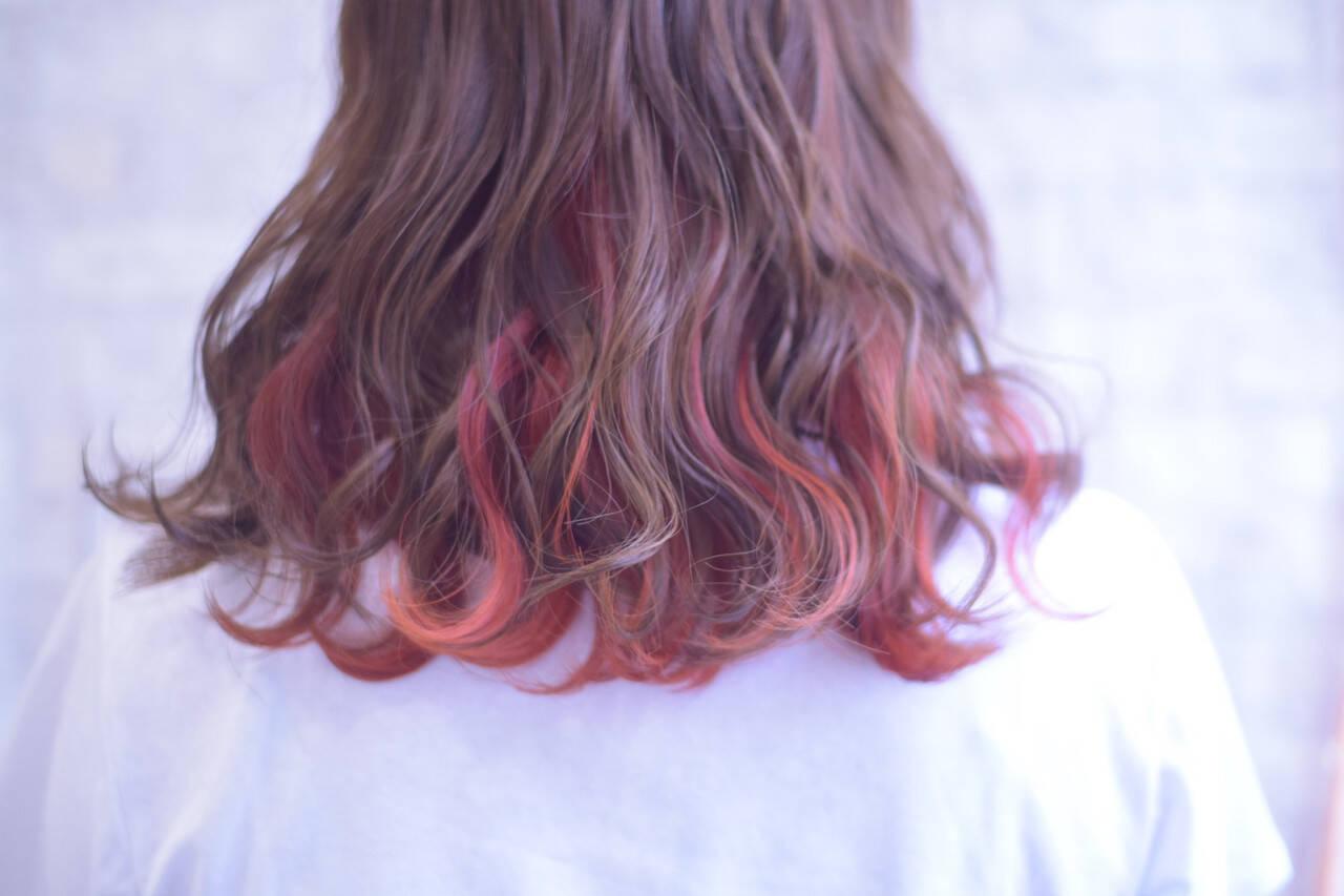 ミディアム インナーカラー インナーカラーオレンジ デートヘアスタイルや髪型の写真・画像