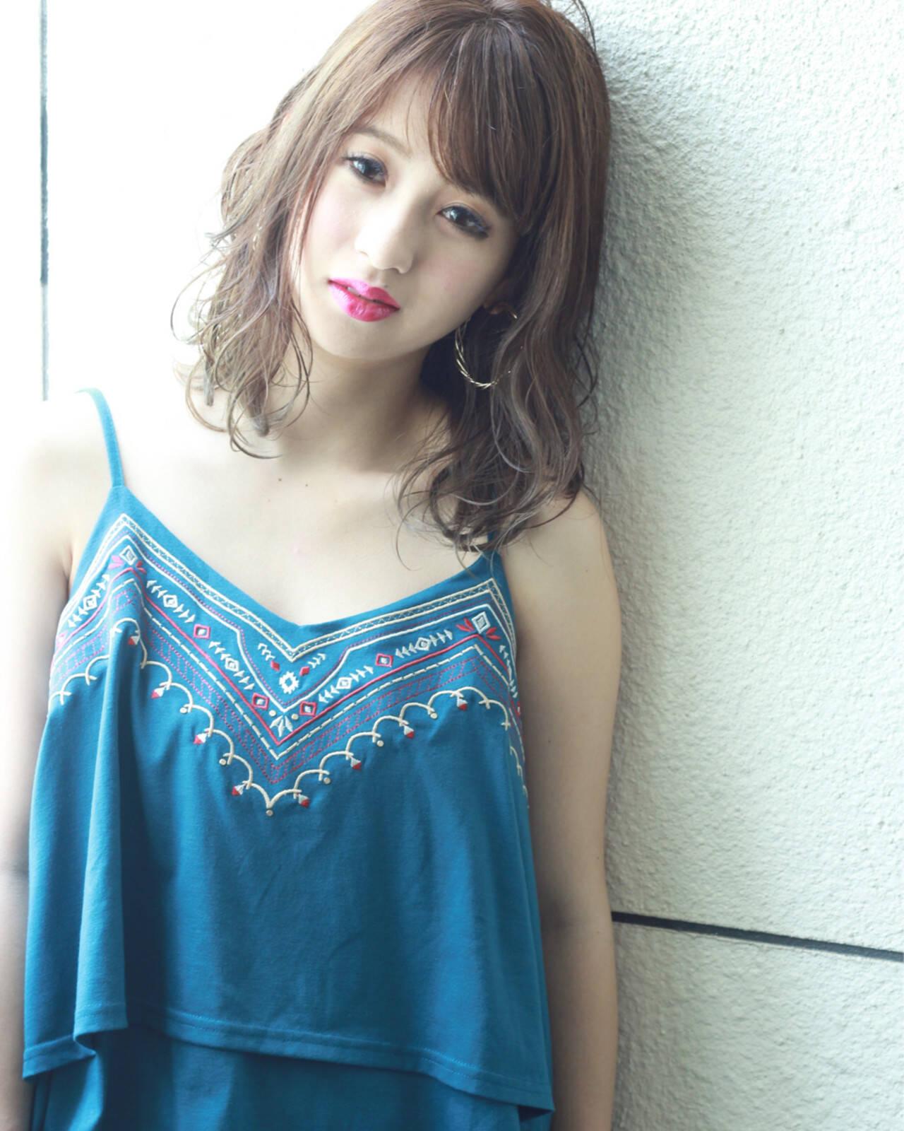ミディアム グレージュ 外国人風カラー ゆるふわヘアスタイルや髪型の写真・画像