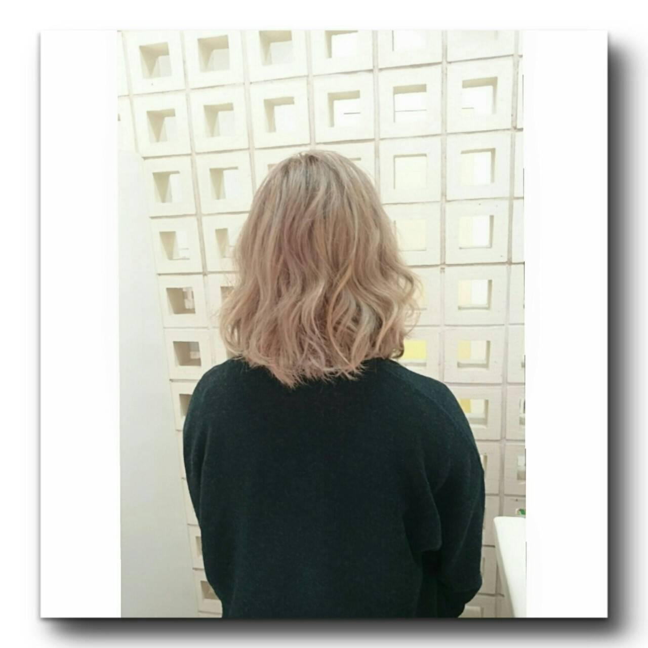 外国人風 ミディアム ストリート ホワイトヘアスタイルや髪型の写真・画像