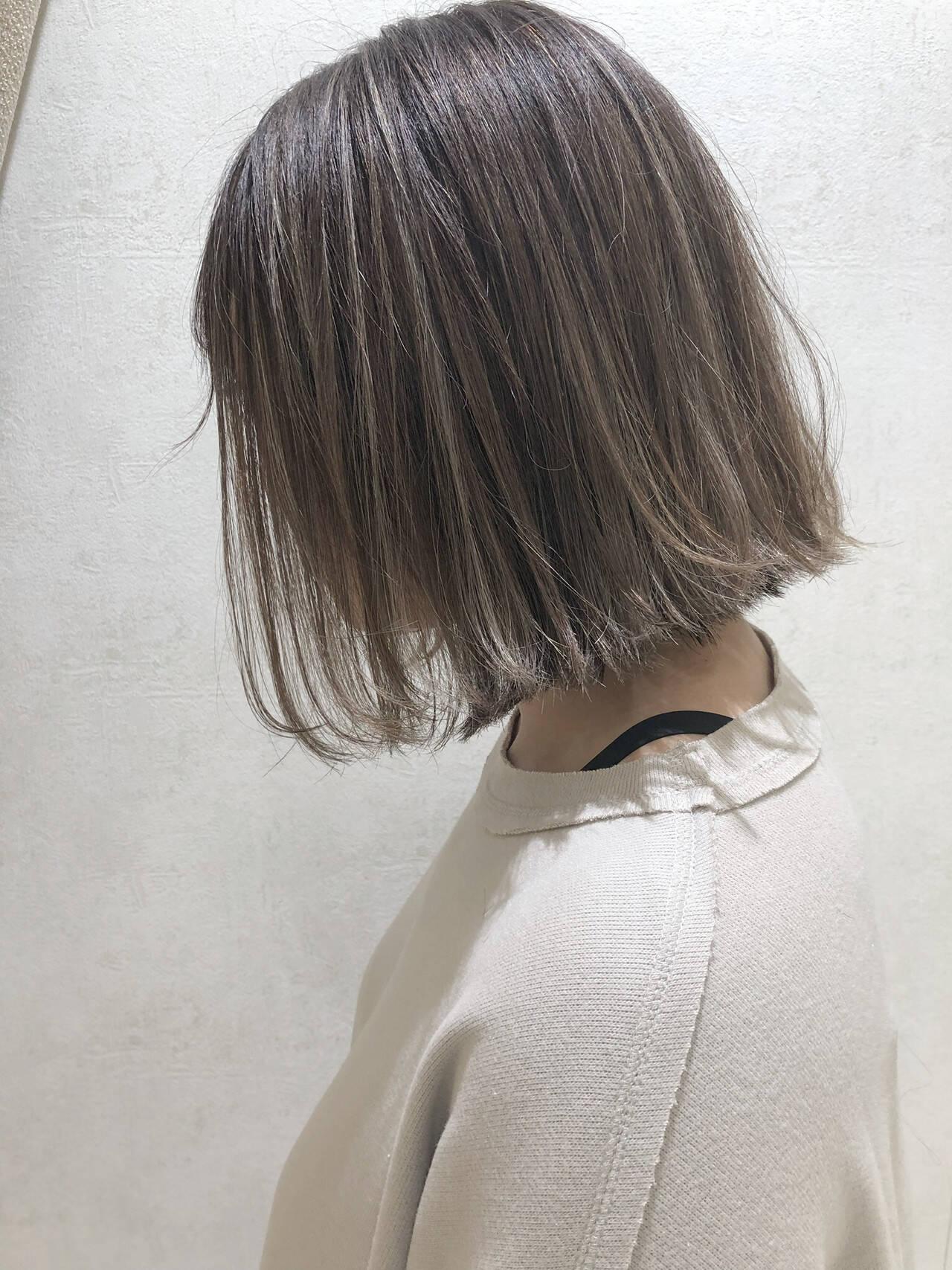 アッシュ 大人ショート アッシュベージュ エレガントヘアスタイルや髪型の写真・画像
