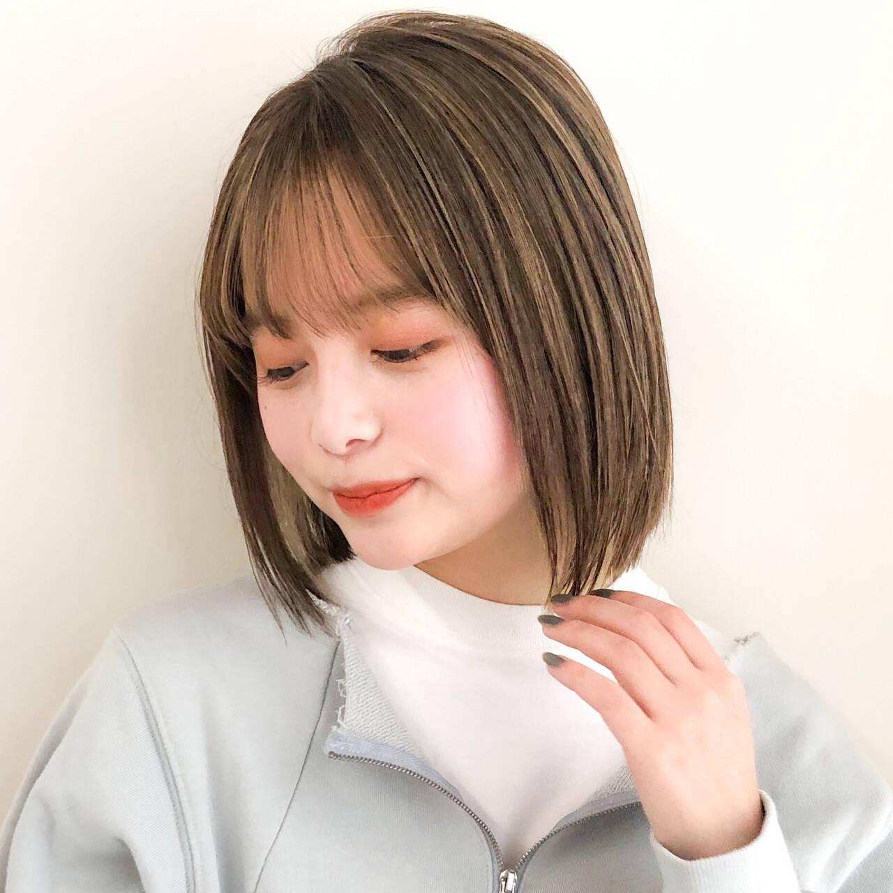 切りっぱなしボブ デジタルパーマ インナーカラー ミニボブヘアスタイルや髪型の写真・画像