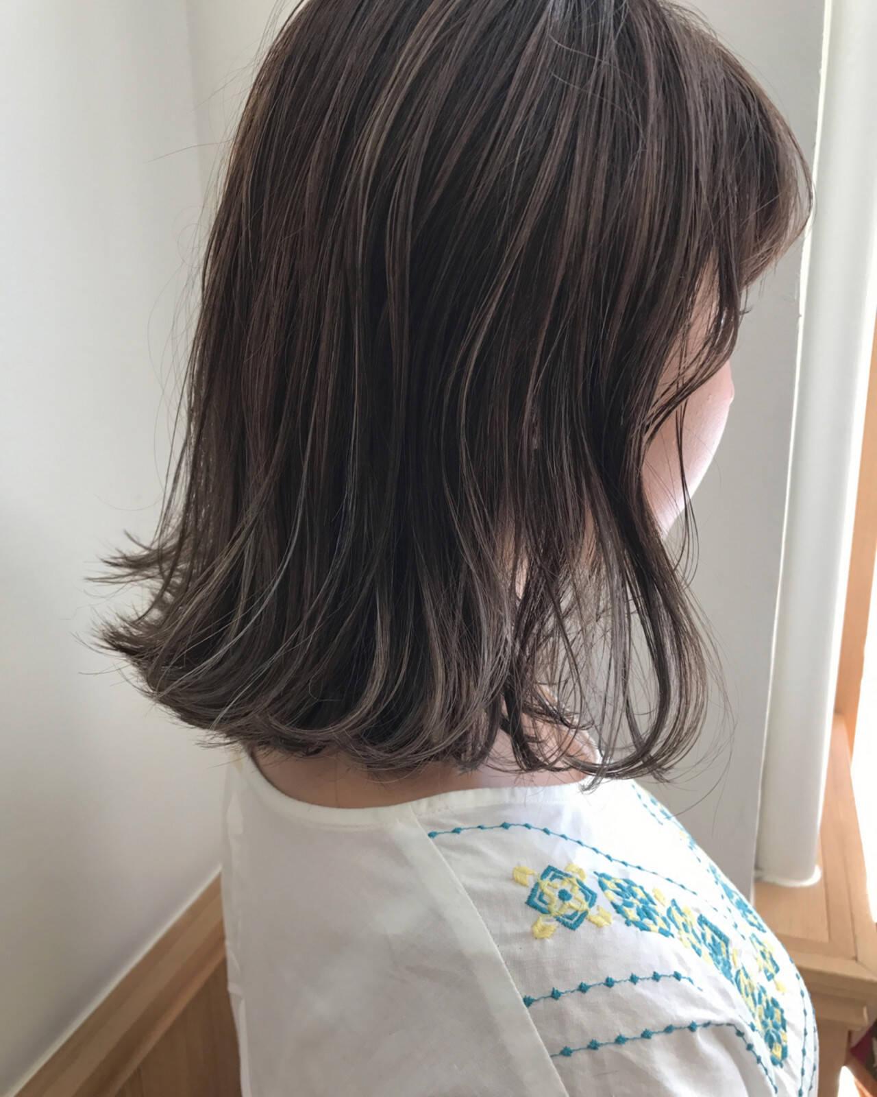 ハイライト ロブ 透明感 切りっぱなしヘアスタイルや髪型の写真・画像