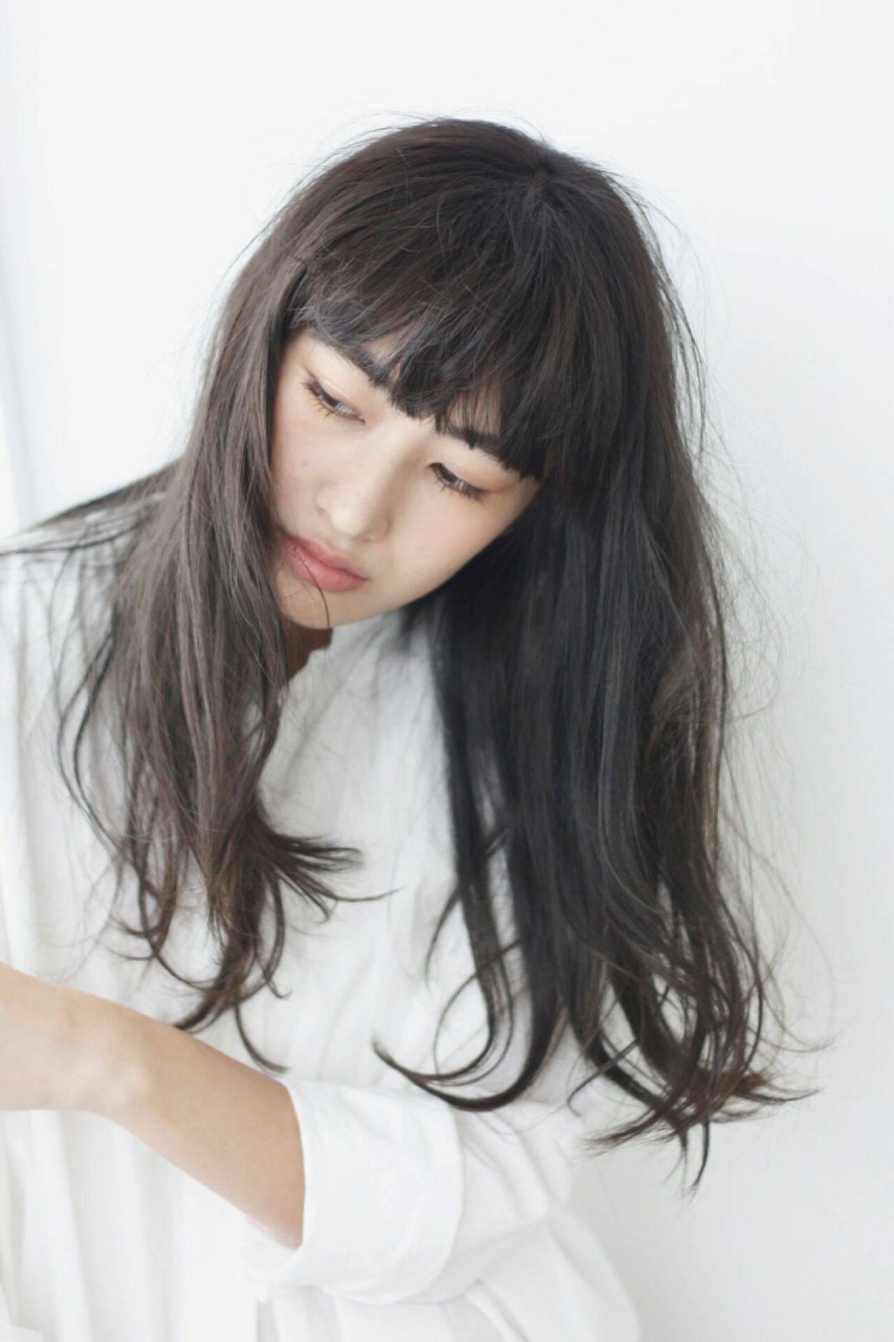 アッシュ ロング 抜け感 ナチュラルヘアスタイルや髪型の写真・画像