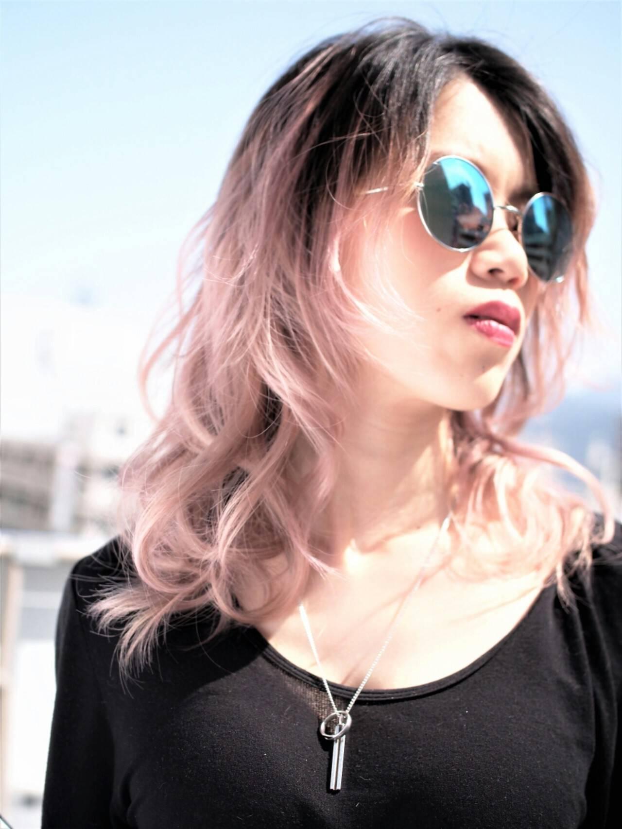 ストリート グラデーションカラー レッド ハイトーンヘアスタイルや髪型の写真・画像