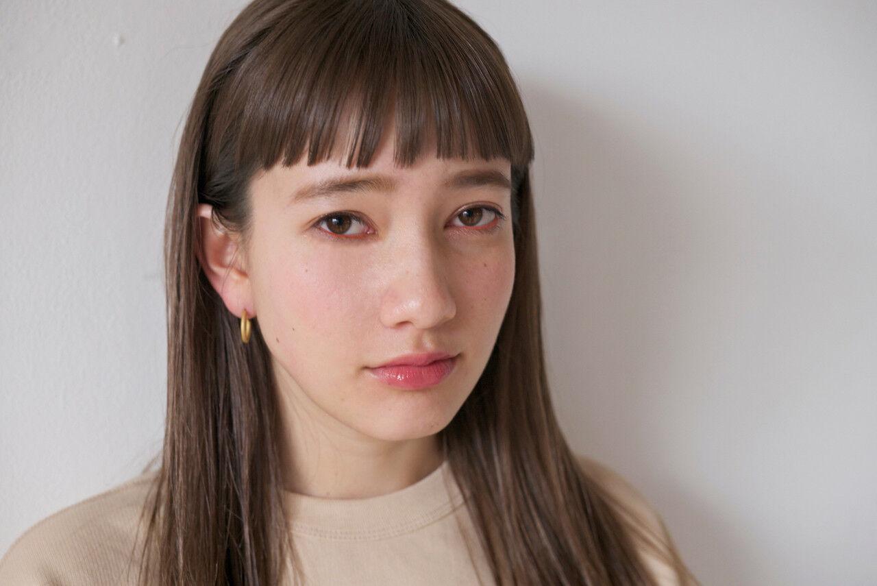 外国人風カラー セミロング リラックス オン眉ヘアスタイルや髪型の写真・画像