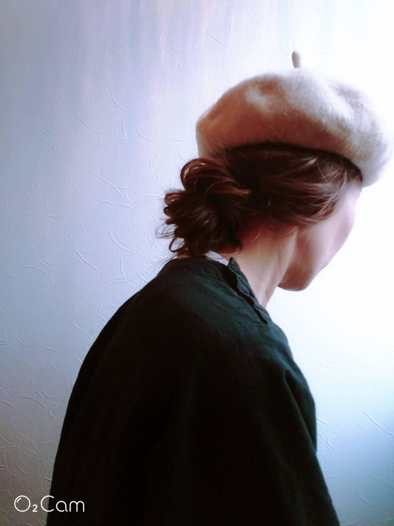 ベレー帽 ミディアム ナチュラル 大人アレンジヘアスタイルや髪型の写真・画像