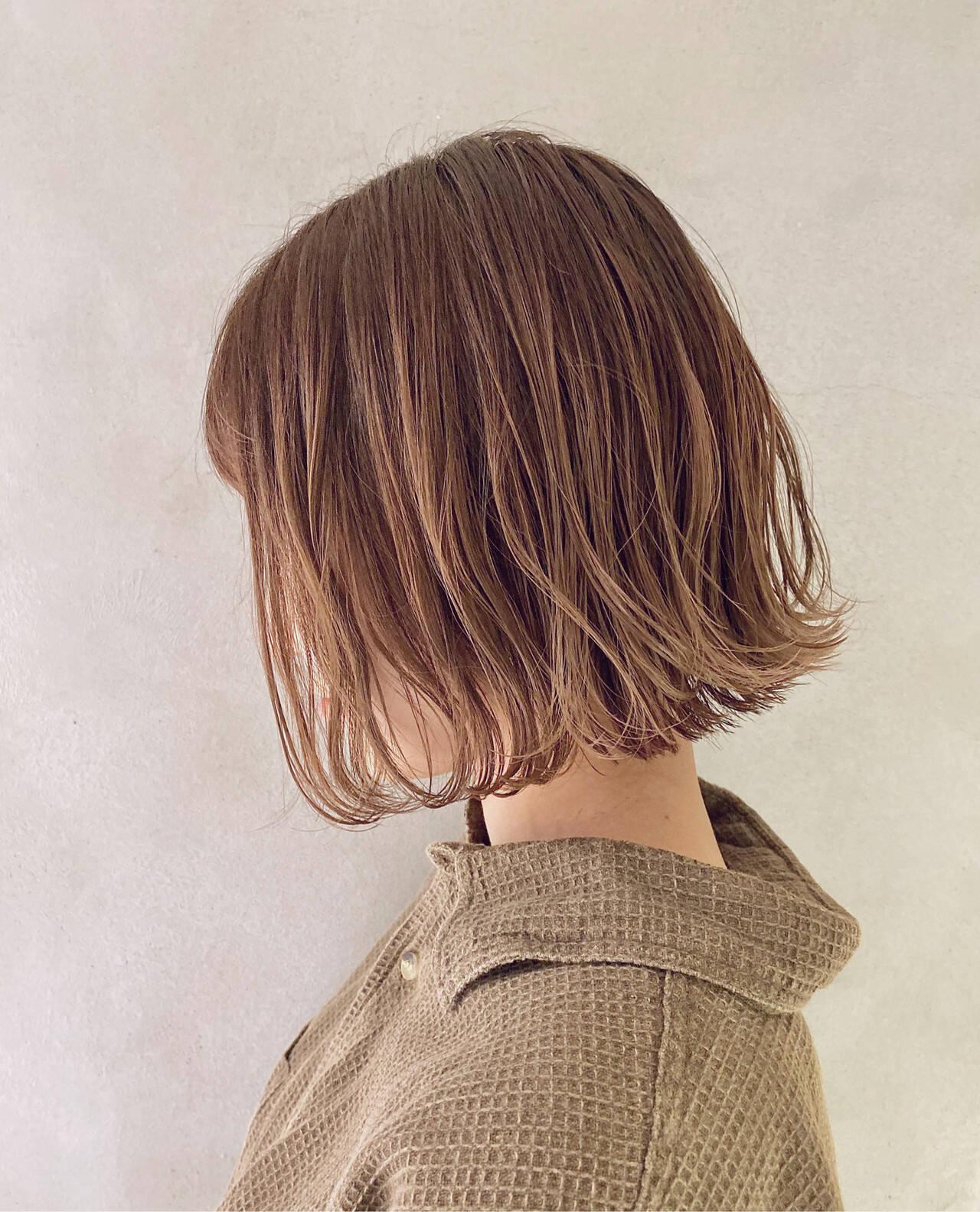 ベージュ 切りっぱなしボブ ナチュラル ミルクティーベージュヘアスタイルや髪型の写真・画像