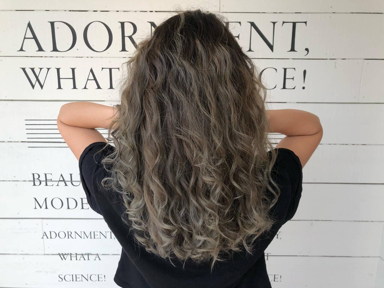 アッシュベージュ アウトドア ストリート ハイライトヘアスタイルや髪型の写真・画像