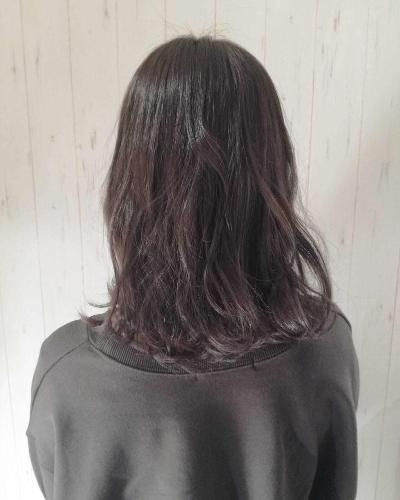 グレージュ ミディアム アッシュグレージュ 暗髪ヘアスタイルや髪型の写真・画像