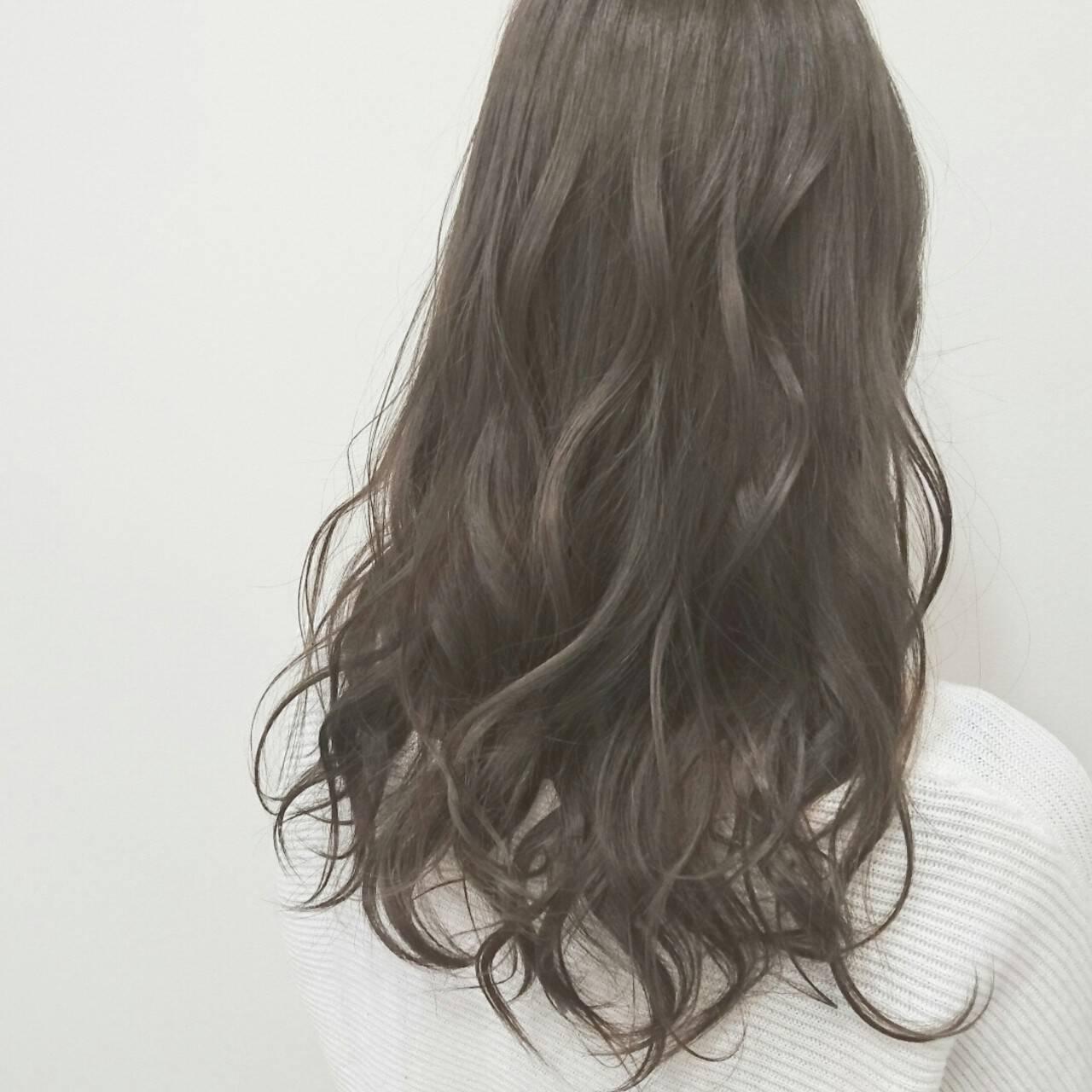 ロング 透明感 アッシュグレージュ アッシュグレーヘアスタイルや髪型の写真・画像