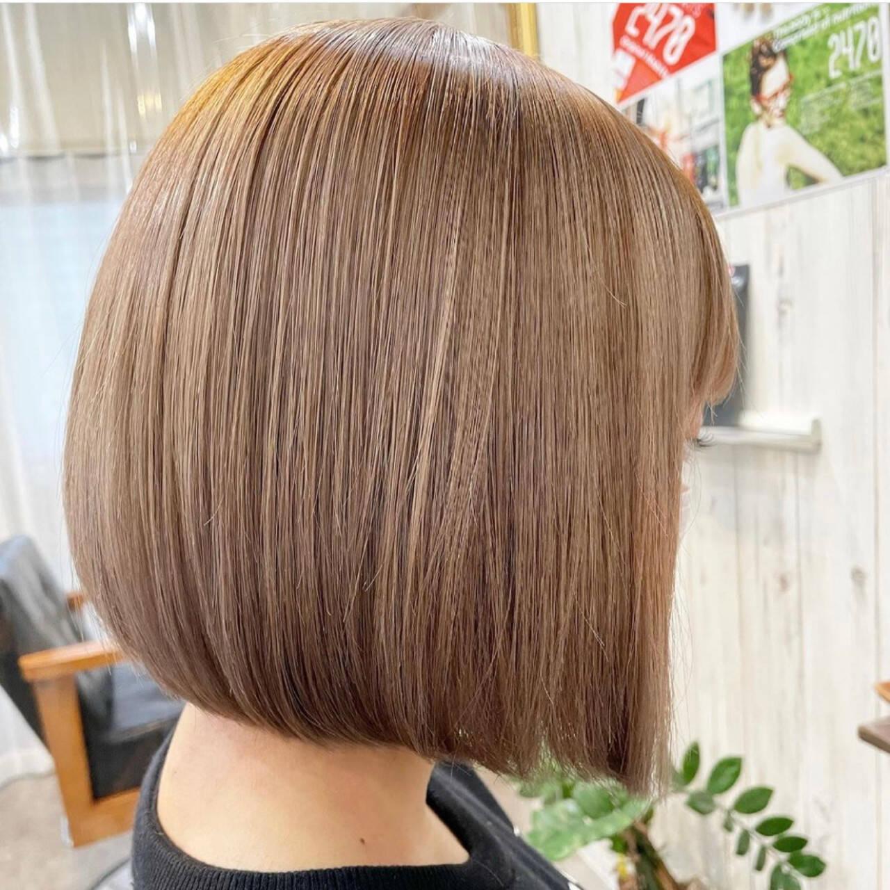 ボブ ミニボブ グレージュ ミルクティーベージュヘアスタイルや髪型の写真・画像