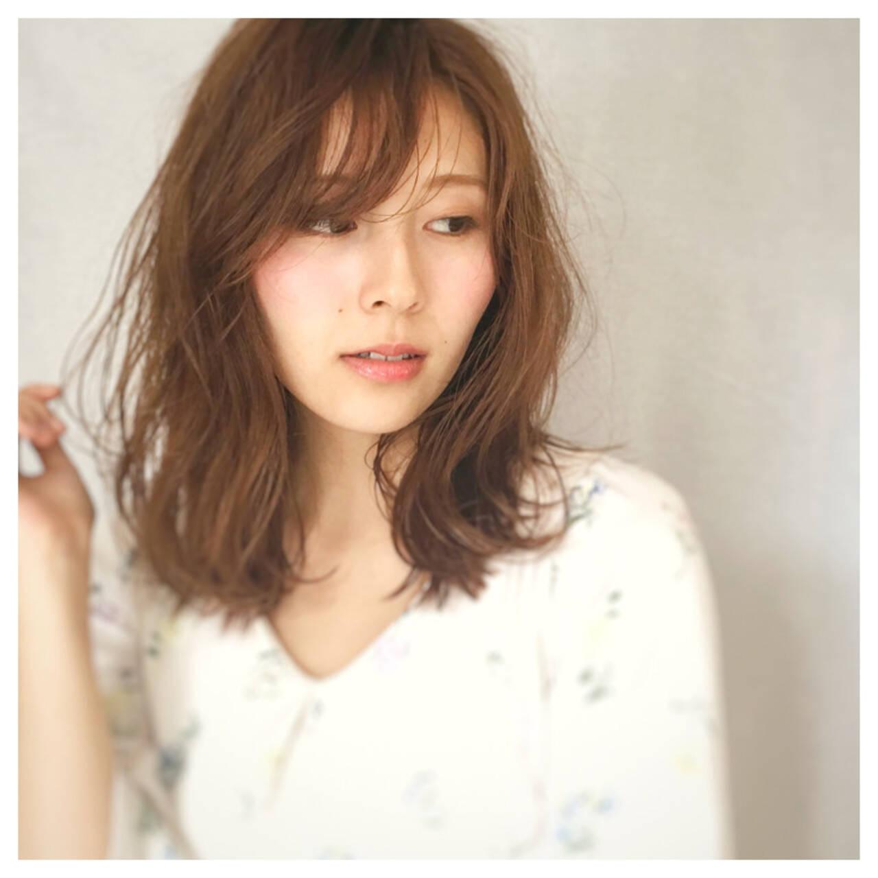 デート ウェーブ 女子会 ミディアムヘアスタイルや髪型の写真・画像