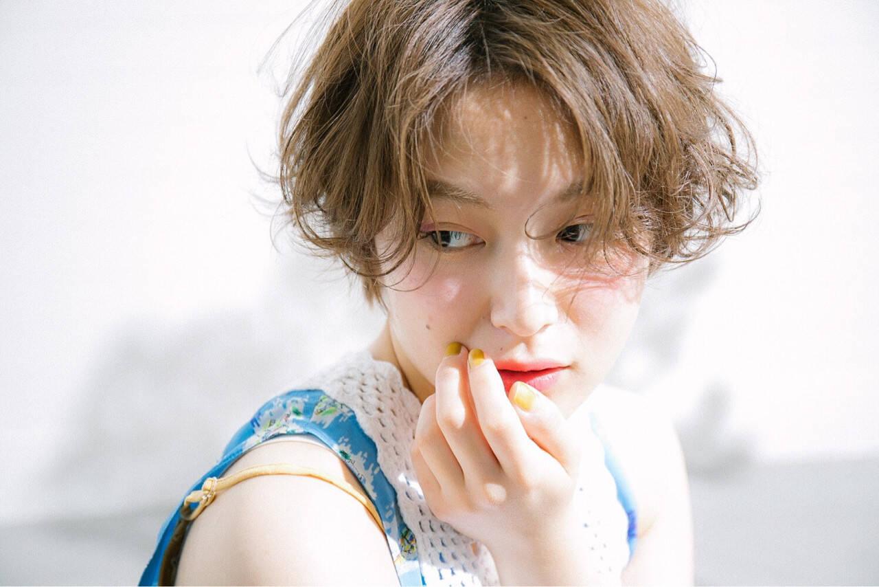 ショート ヘアアレンジ グレージュ ミルクティーベージュヘアスタイルや髪型の写真・画像
