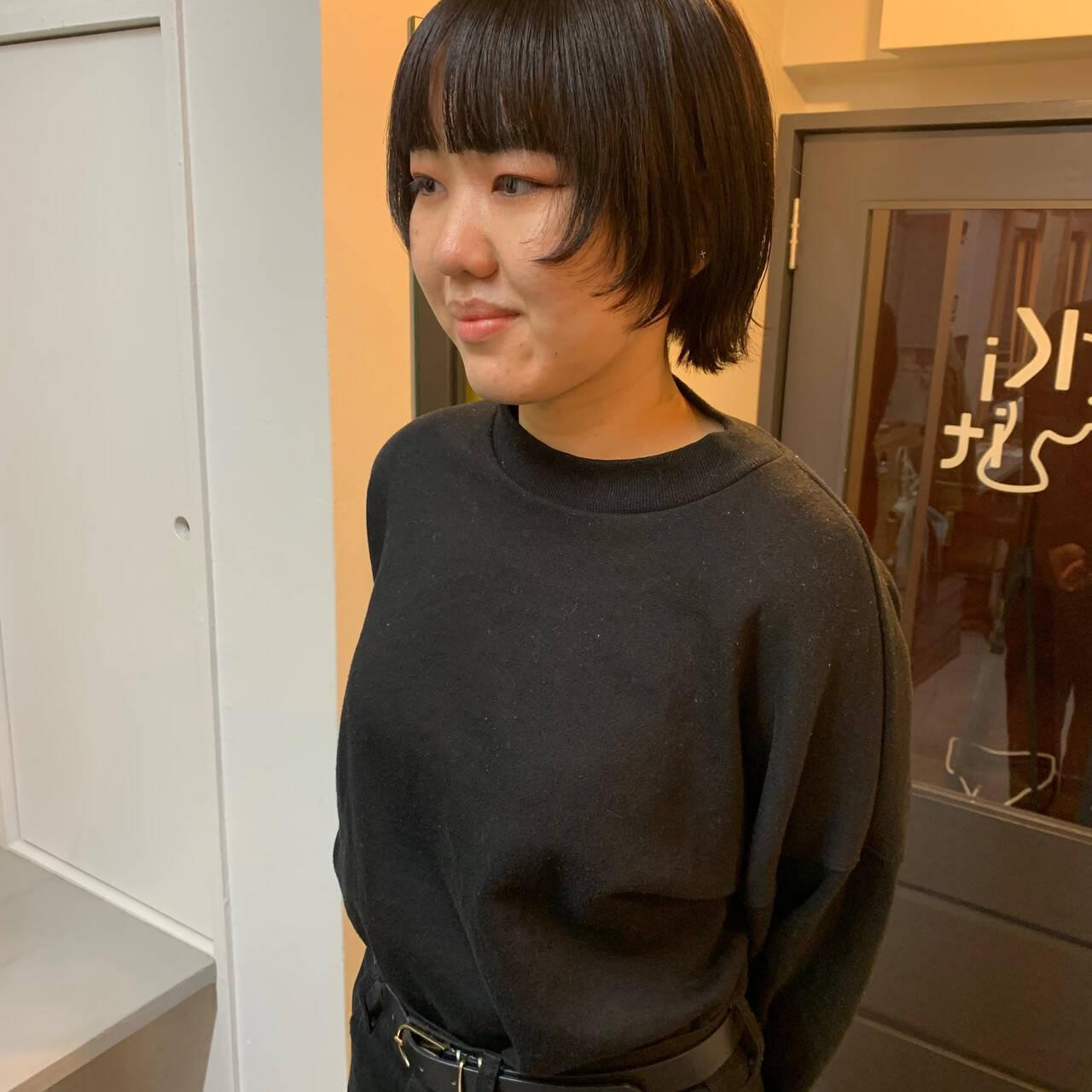 カジュアル ショート 黒髪 ウルフカットヘアスタイルや髪型の写真・画像