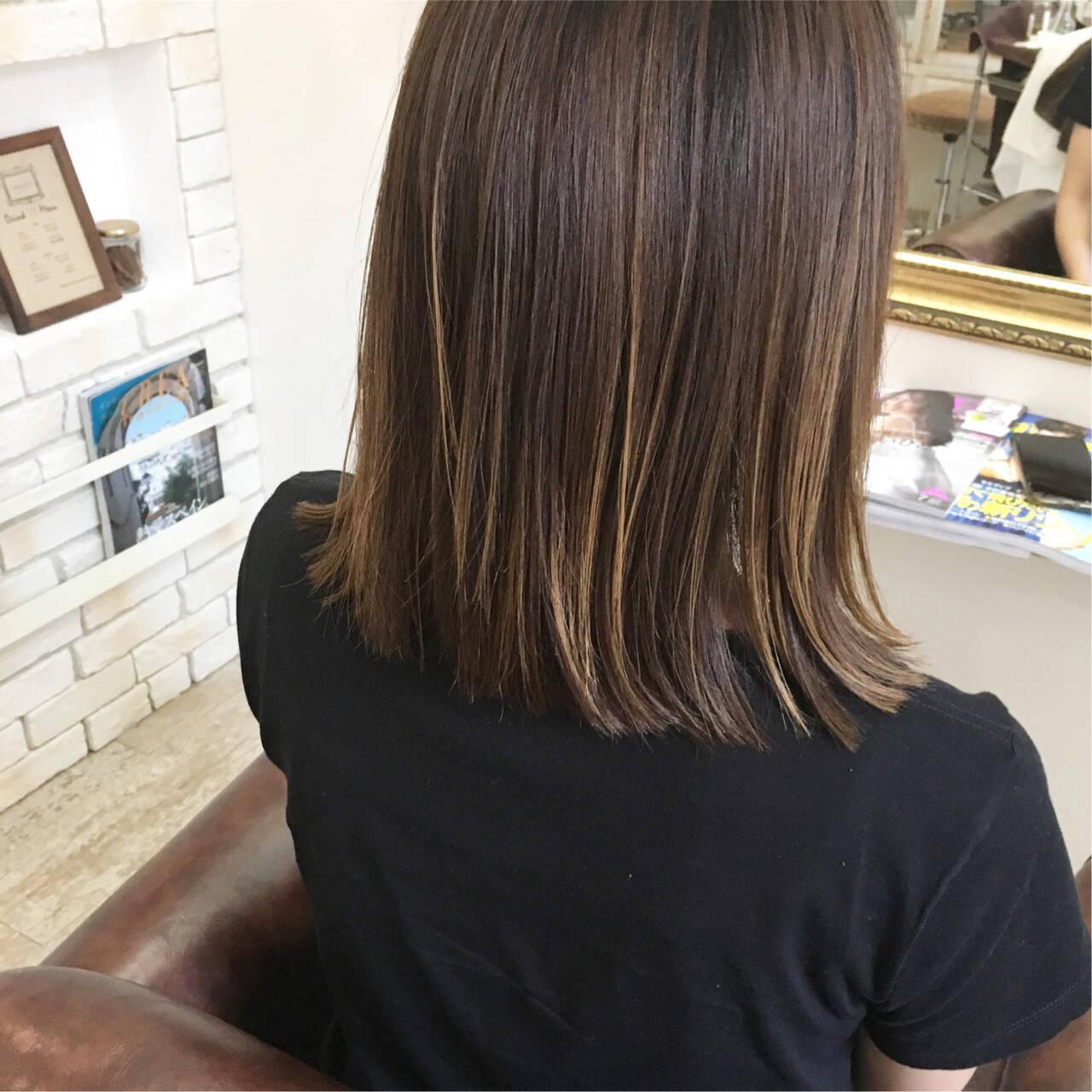 バレイヤージュ ナチュラル 切りっぱなし ストレートヘアスタイルや髪型の写真・画像