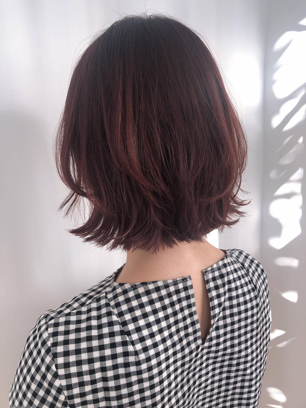 フェミニン インナーカラー ショートヘア ボブヘアスタイルや髪型の写真・画像