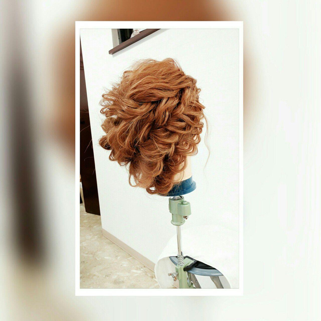 セミロング ルーズ 波ウェーブ くるりんぱヘアスタイルや髪型の写真・画像