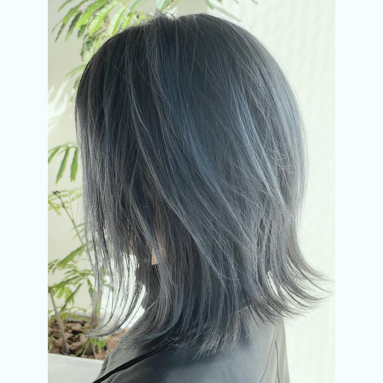 ミディアム シルバーアッシュ ストリート シルバーヘアスタイルや髪型の写真・画像