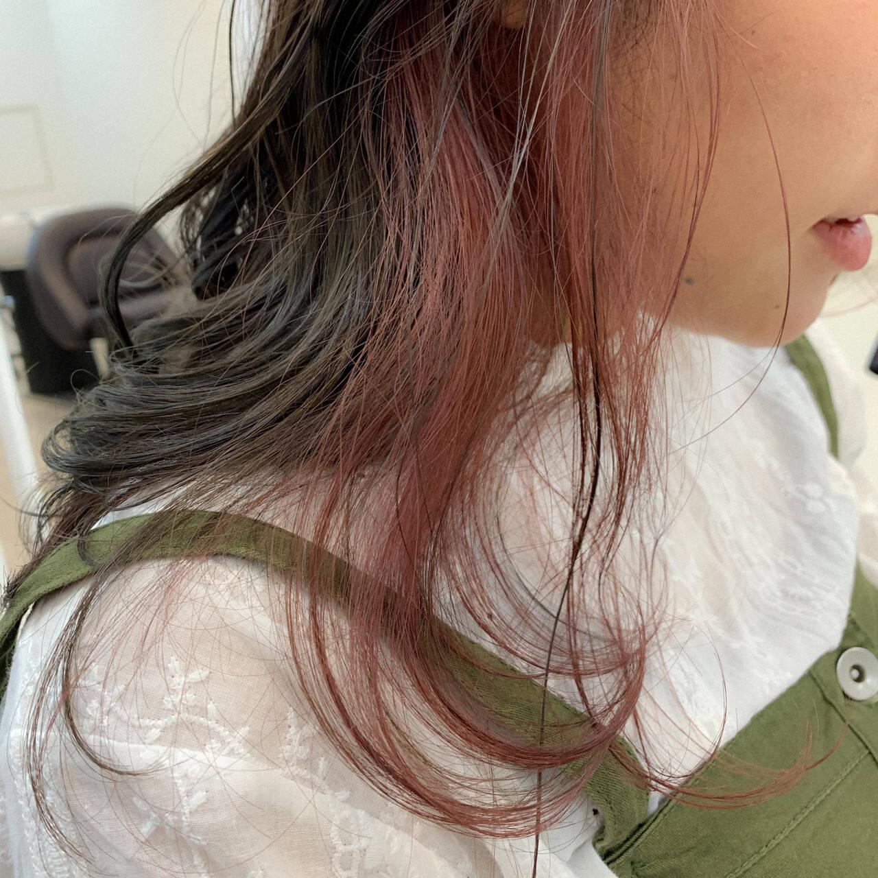 セミロング 透明感 インナーカラー アンニュイヘアスタイルや髪型の写真・画像