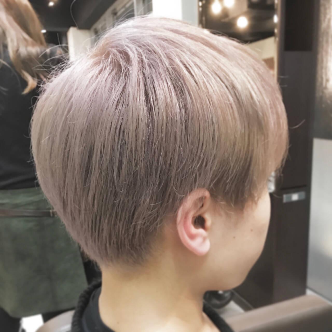 マッシュ モード ショート シルバーヘアスタイルや髪型の写真・画像