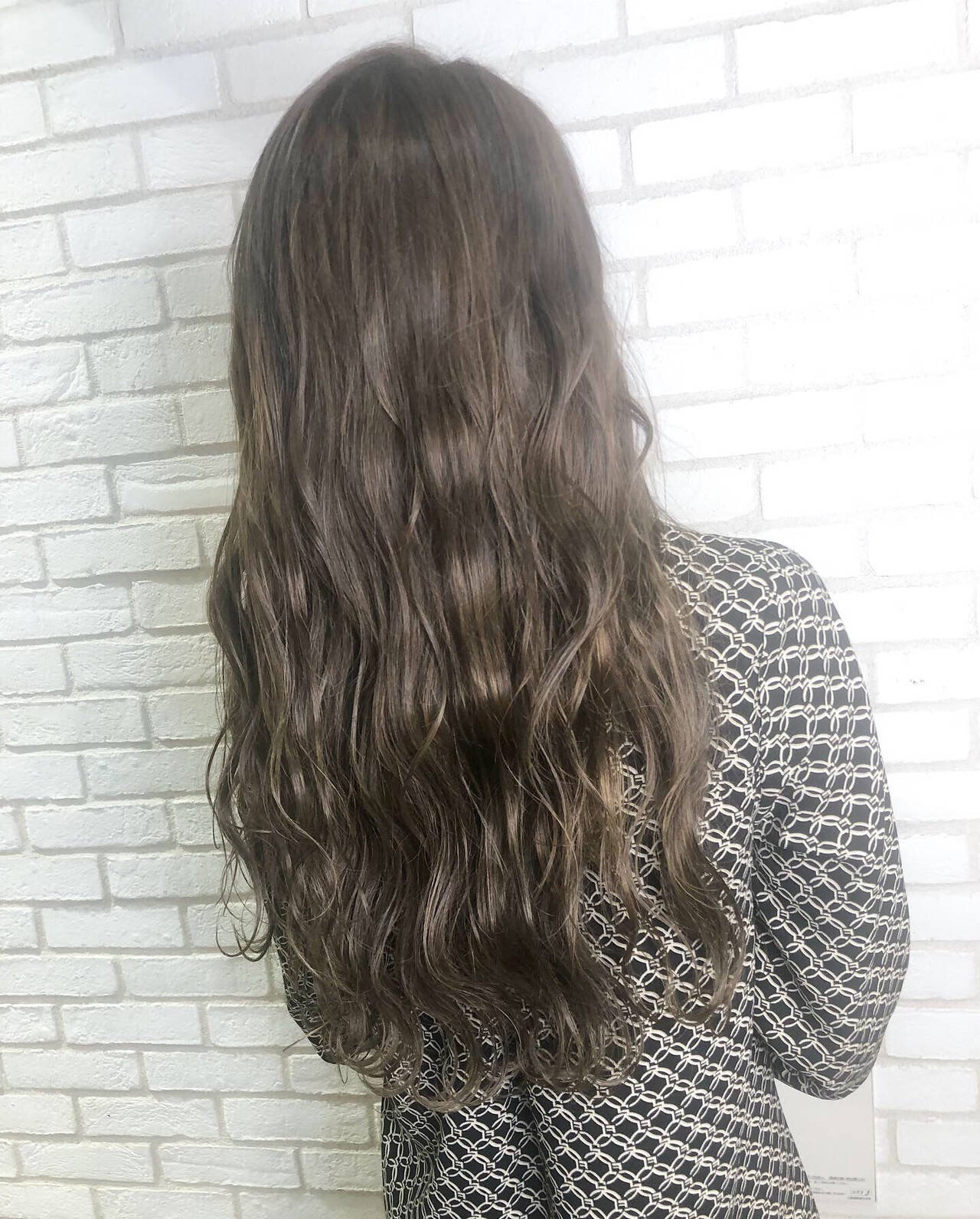 アディクシーカラー アッシュグレー グレージュ トリートメントヘアスタイルや髪型の写真・画像