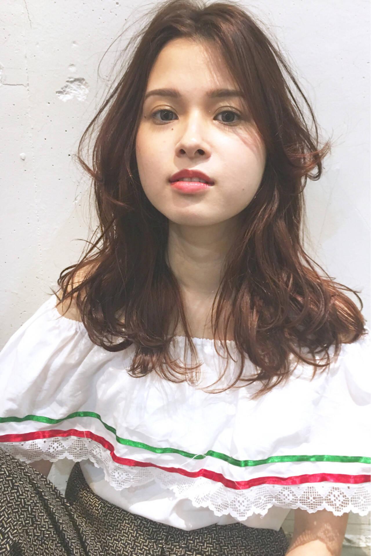 ゆるふわ くせ毛風 シースルーバング 外国人風ヘアスタイルや髪型の写真・画像