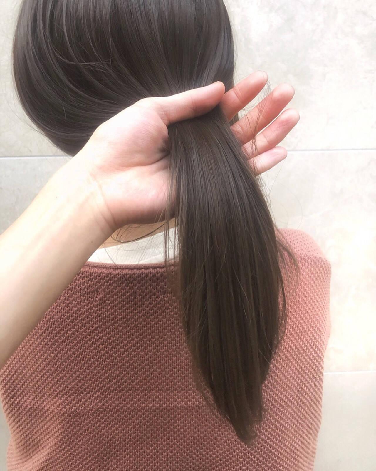 カーキアッシュ オリーブアッシュ ナチュラル ハイライトヘアスタイルや髪型の写真・画像