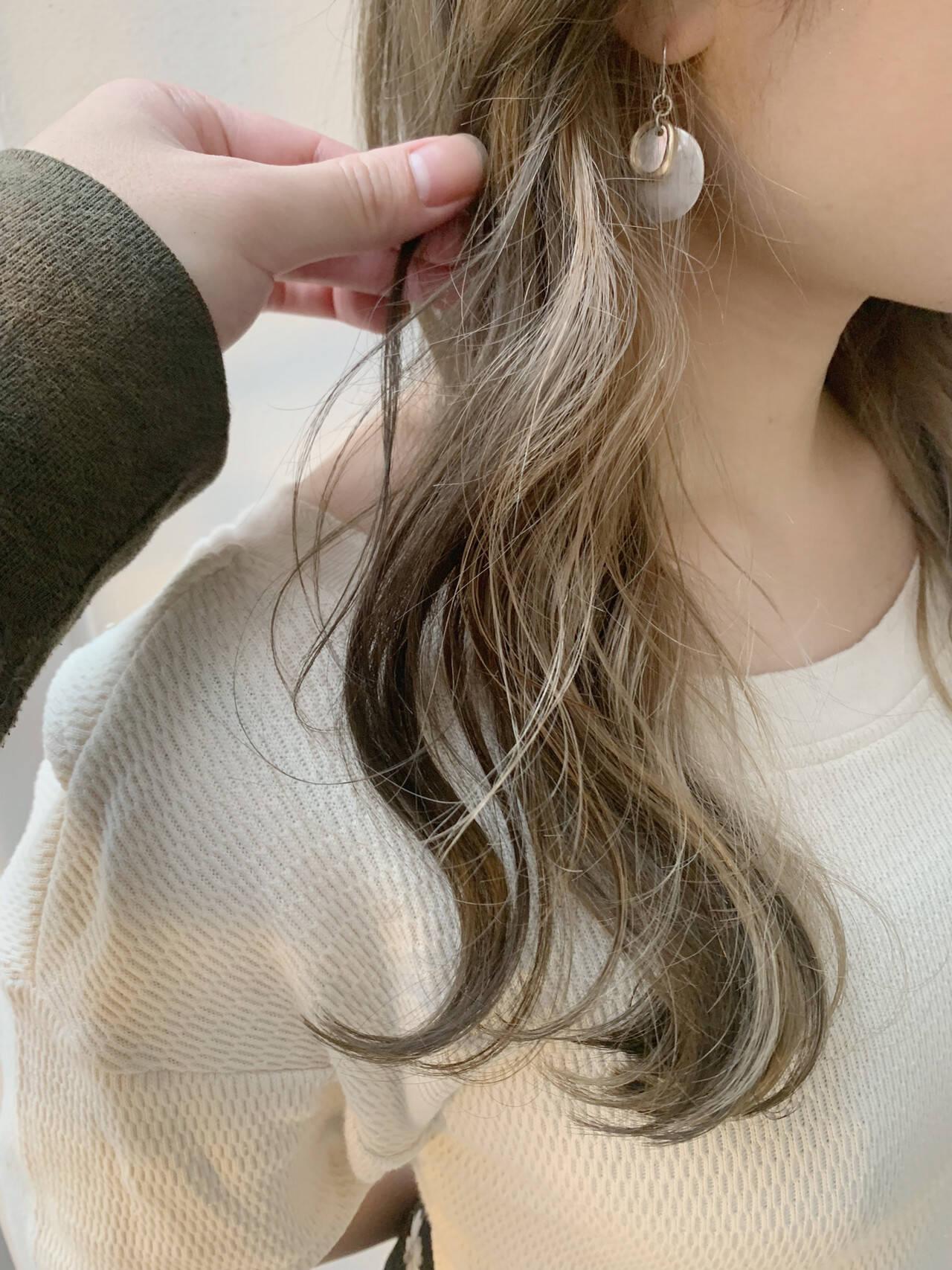 インナーカラー ベージュ 簡単ヘアアレンジ ロングヘアスタイルや髪型の写真・画像