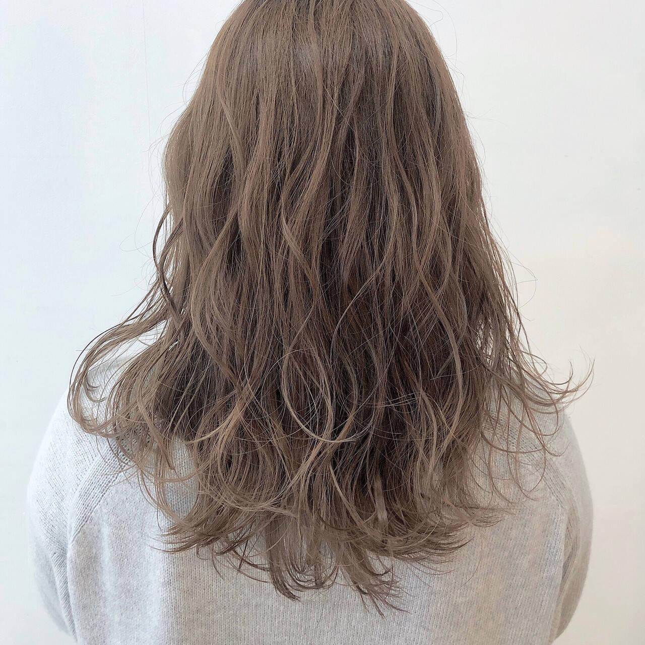 ミルクティーベージュ ロング ミルクティーアッシュ ミルクティーヘアスタイルや髪型の写真・画像