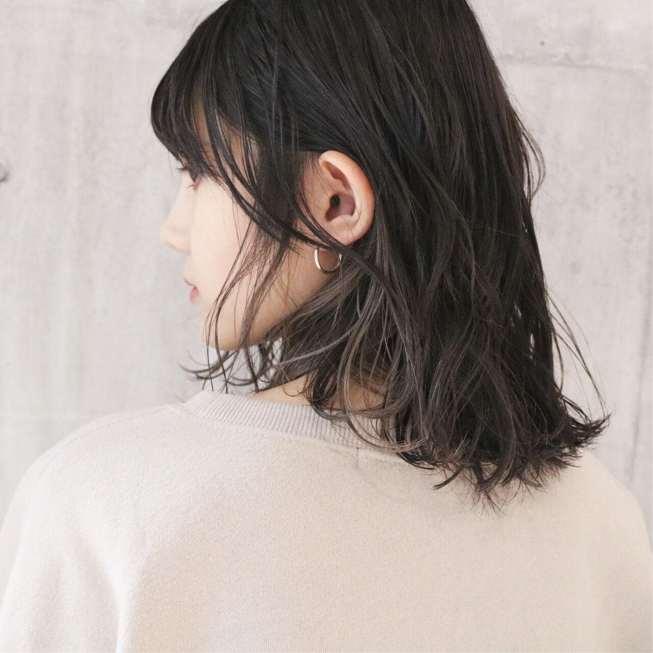 ミディアム ミルクティーグレージュ 大人かわいい アンニュイほつれヘアヘアスタイルや髪型の写真・画像