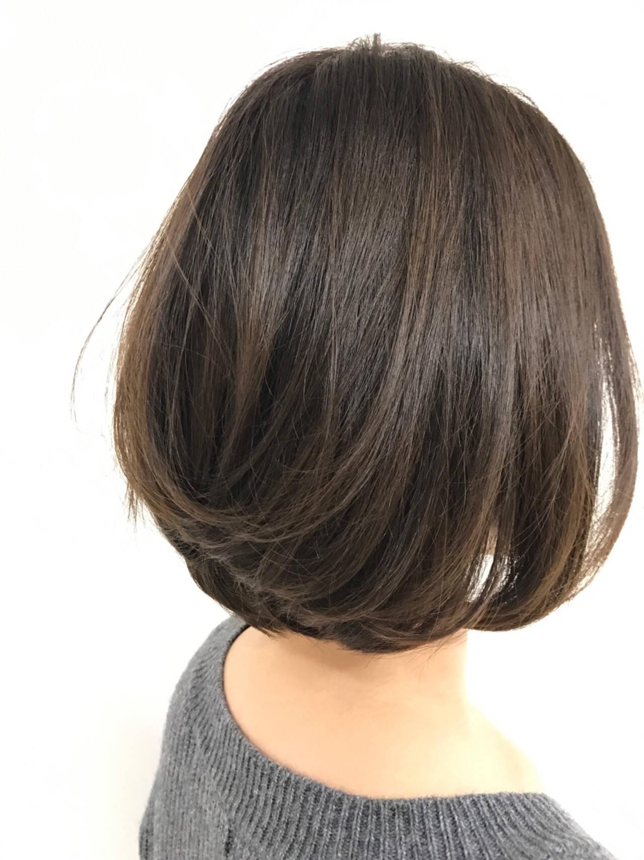 グラデーションカラー 色気 グレージュ 前下がりヘアスタイルや髪型の写真・画像