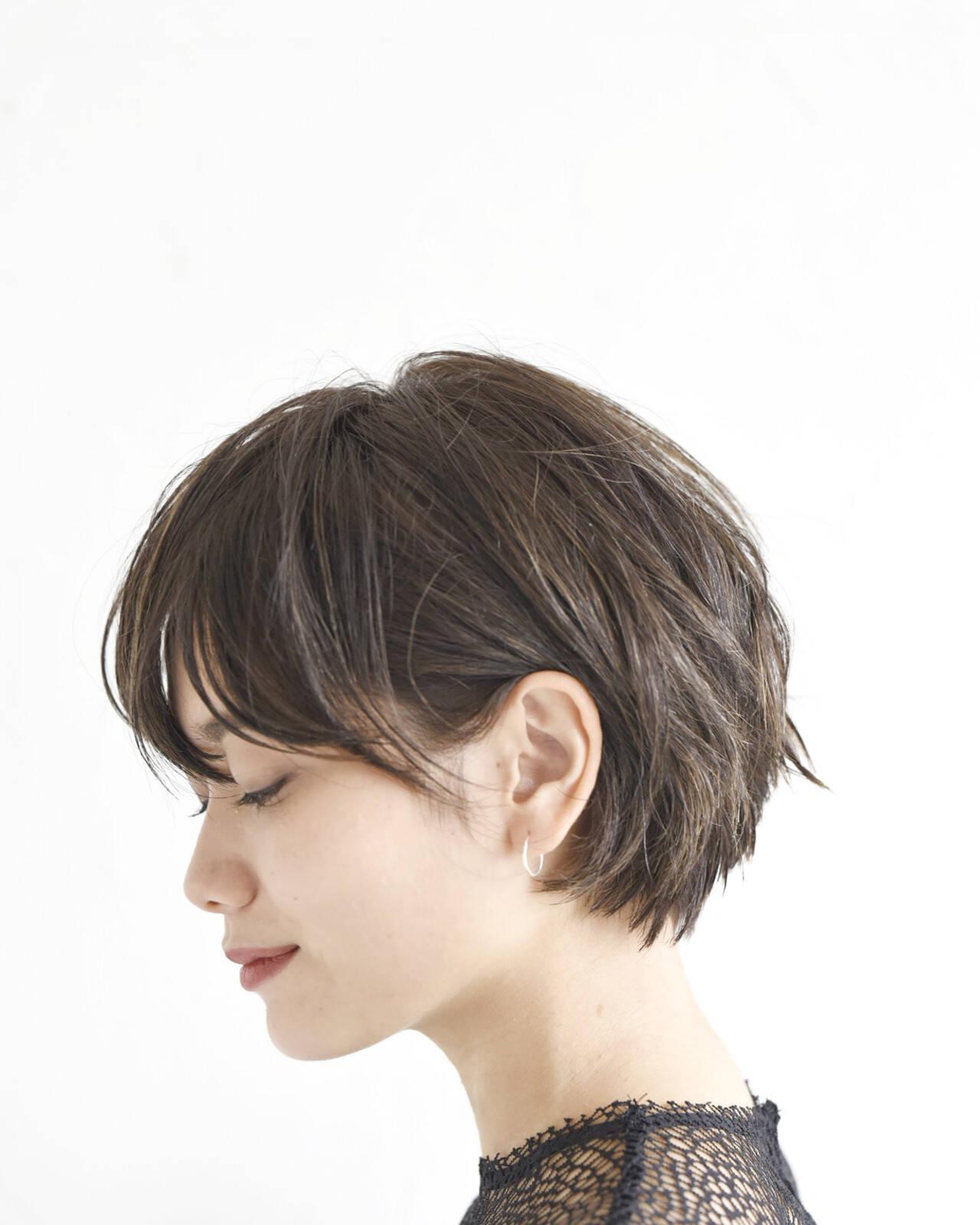 アンニュイほつれヘア 簡単ヘアアレンジ ショートボブ パーマヘアスタイルや髪型の写真・画像