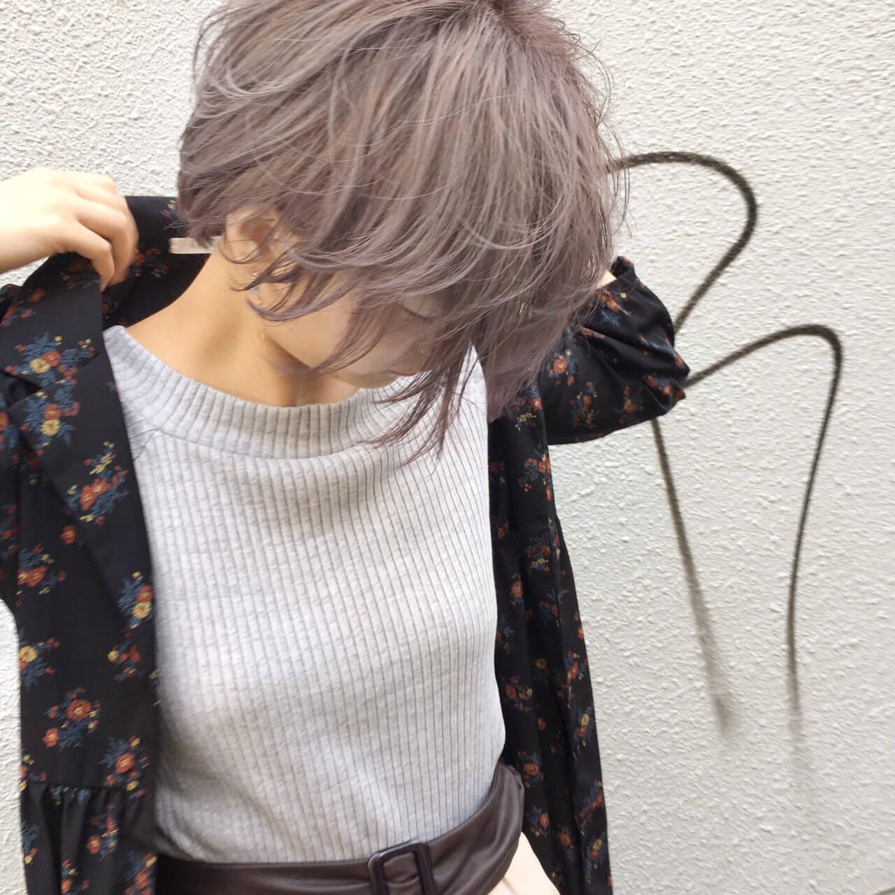 ショート ホワイト ハイトーン グレーヘアスタイルや髪型の写真・画像