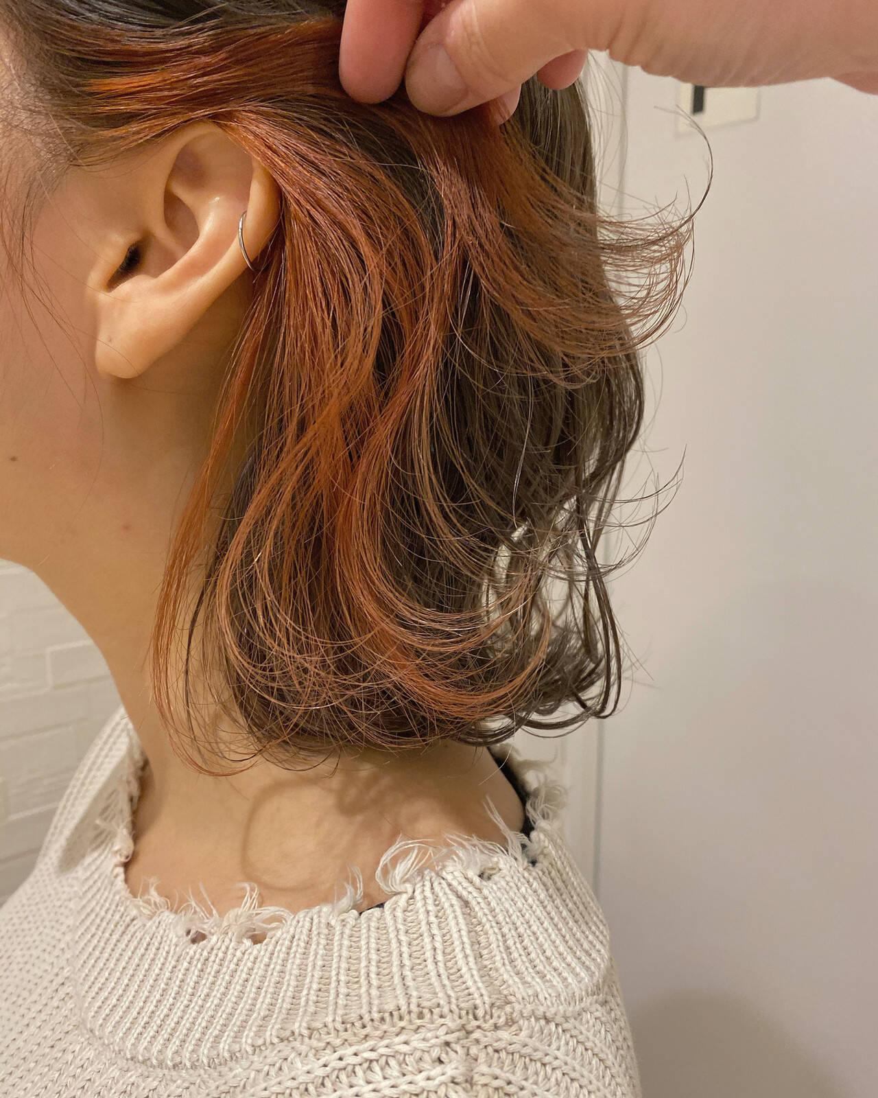 ナチュラル 切りっぱなしボブ インナーカラー オレンジカラーヘアスタイルや髪型の写真・画像