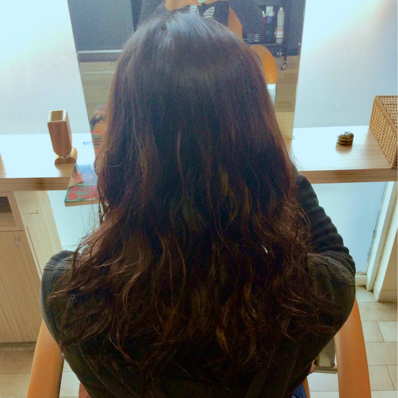 パーマ セミロング ナチュラル イルミナカラーヘアスタイルや髪型の写真・画像