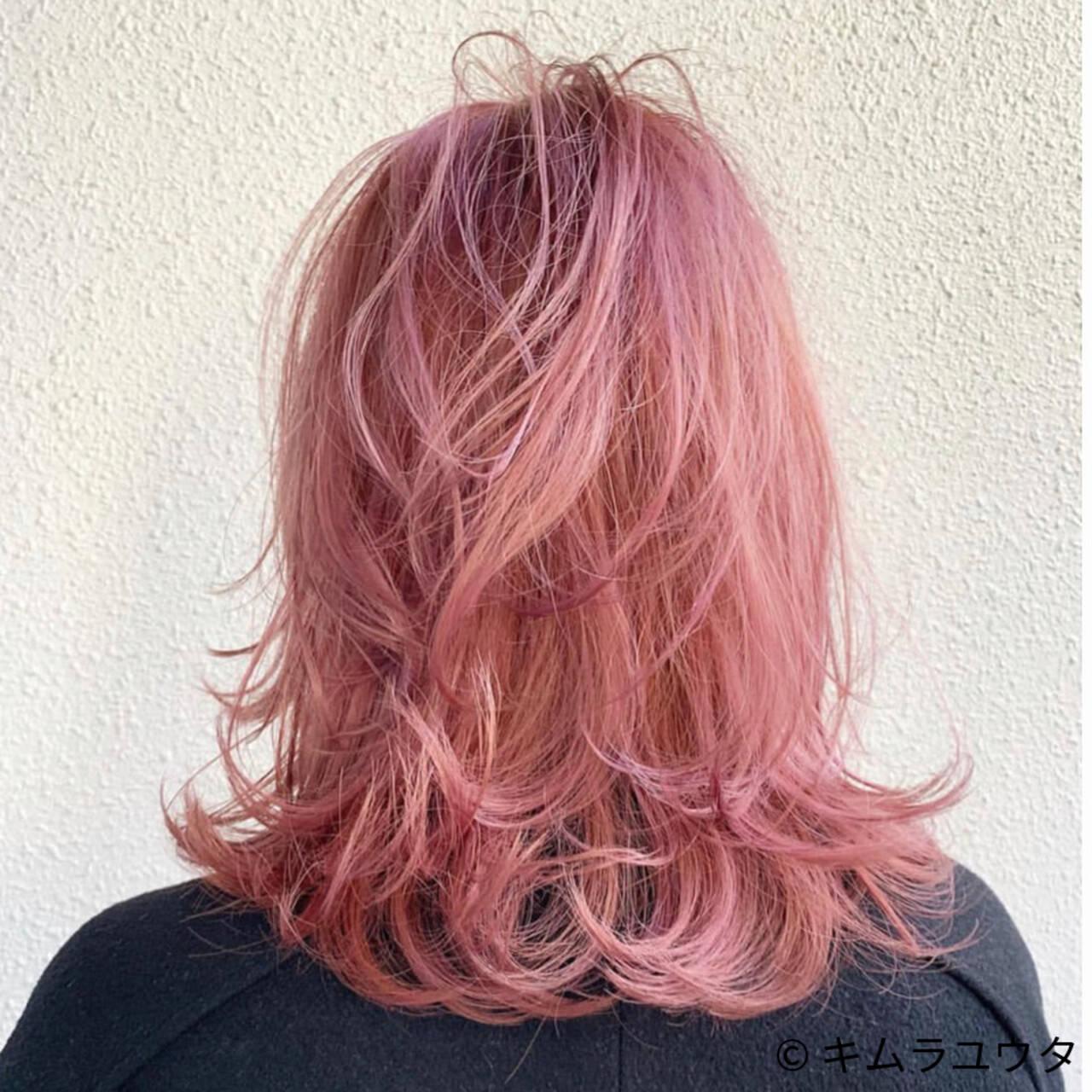 ミディアム レイヤーカット カラーバター ピンクヘアスタイルや髪型の写真・画像