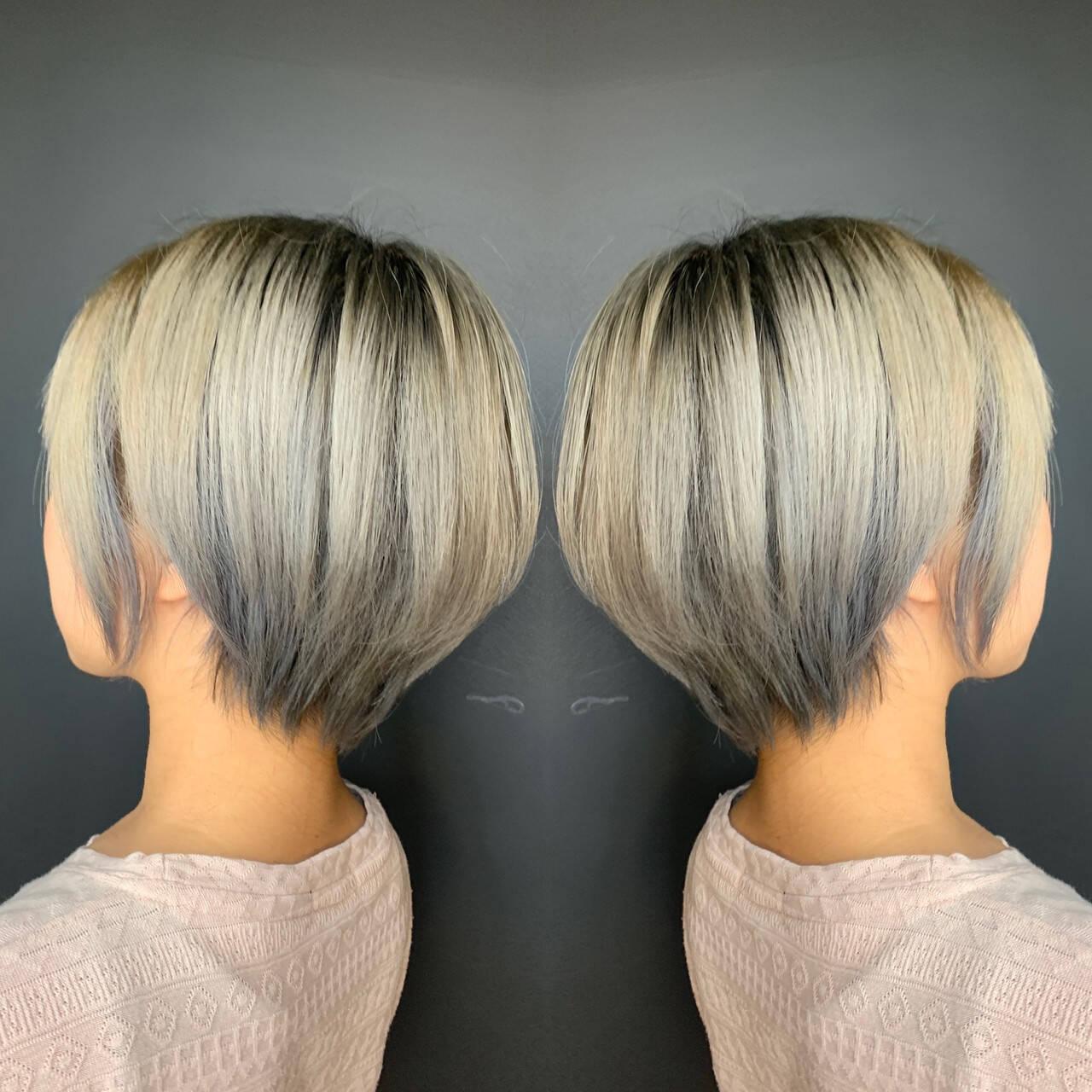 3Dハイライト ホワイトグラデーション ショートボブ 大人ハイライトヘアスタイルや髪型の写真・画像