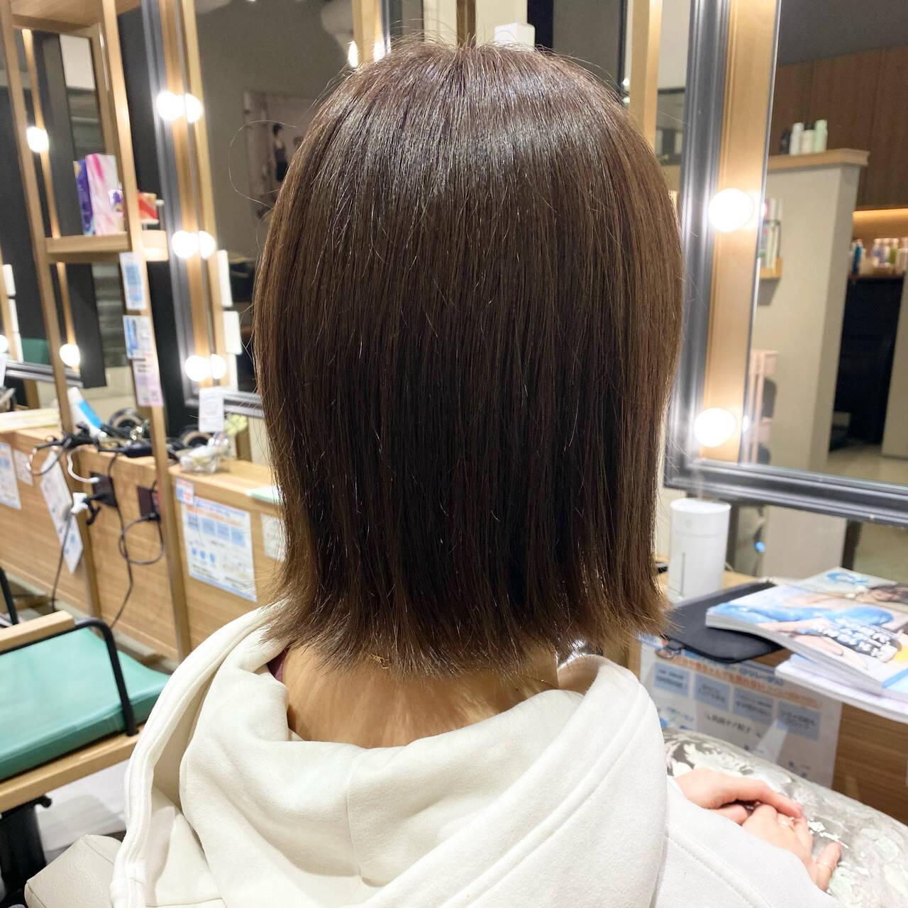 グレージュ ナチュラル 外ハネボブ 切りっぱなしヘアスタイルや髪型の写真・画像