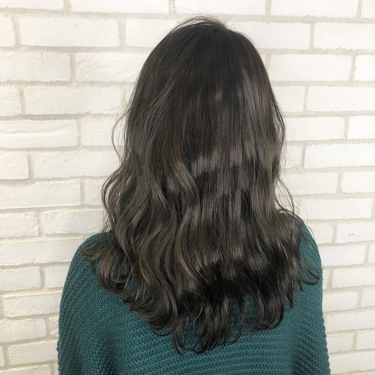オフィス ナチュラル ロング アディクシーカラーヘアスタイルや髪型の写真・画像