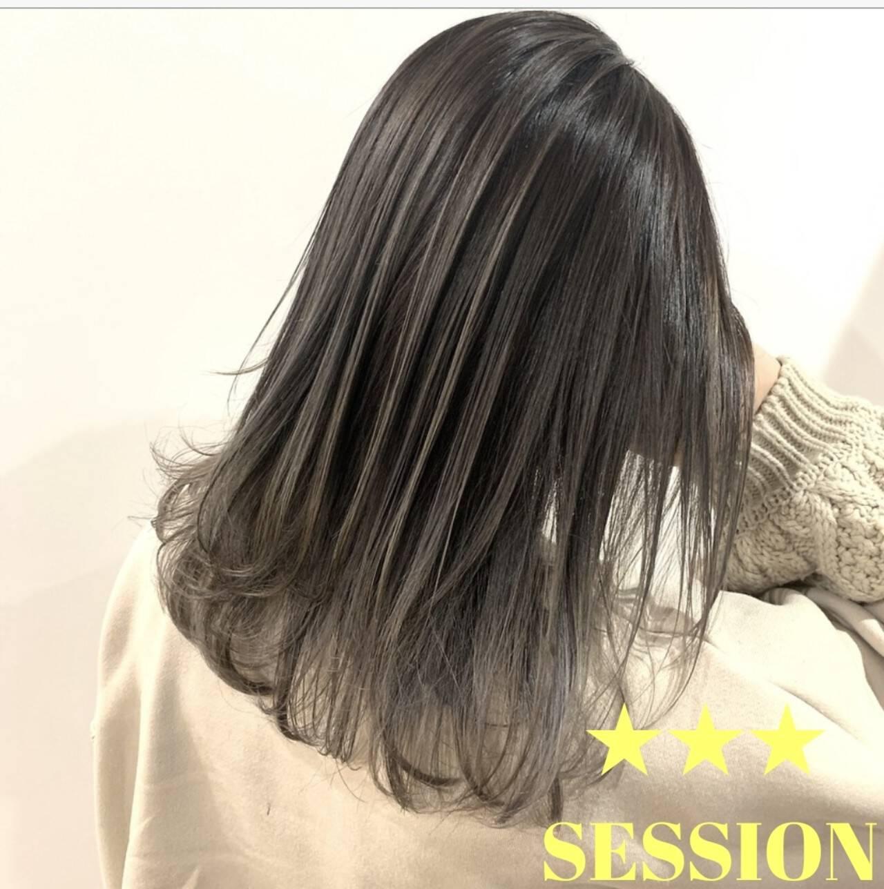 グレージュ ナチュラル グラデーションカラー ミディアムヘアスタイルや髪型の写真・画像