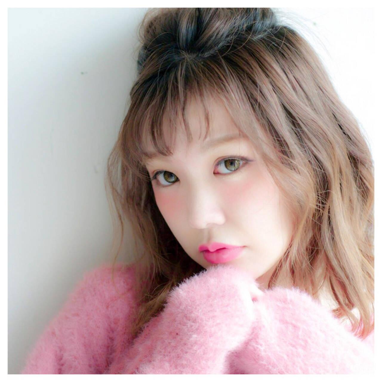 ミディアム フェミニン ハーフアップ 前髪ありヘアスタイルや髪型の写真・画像