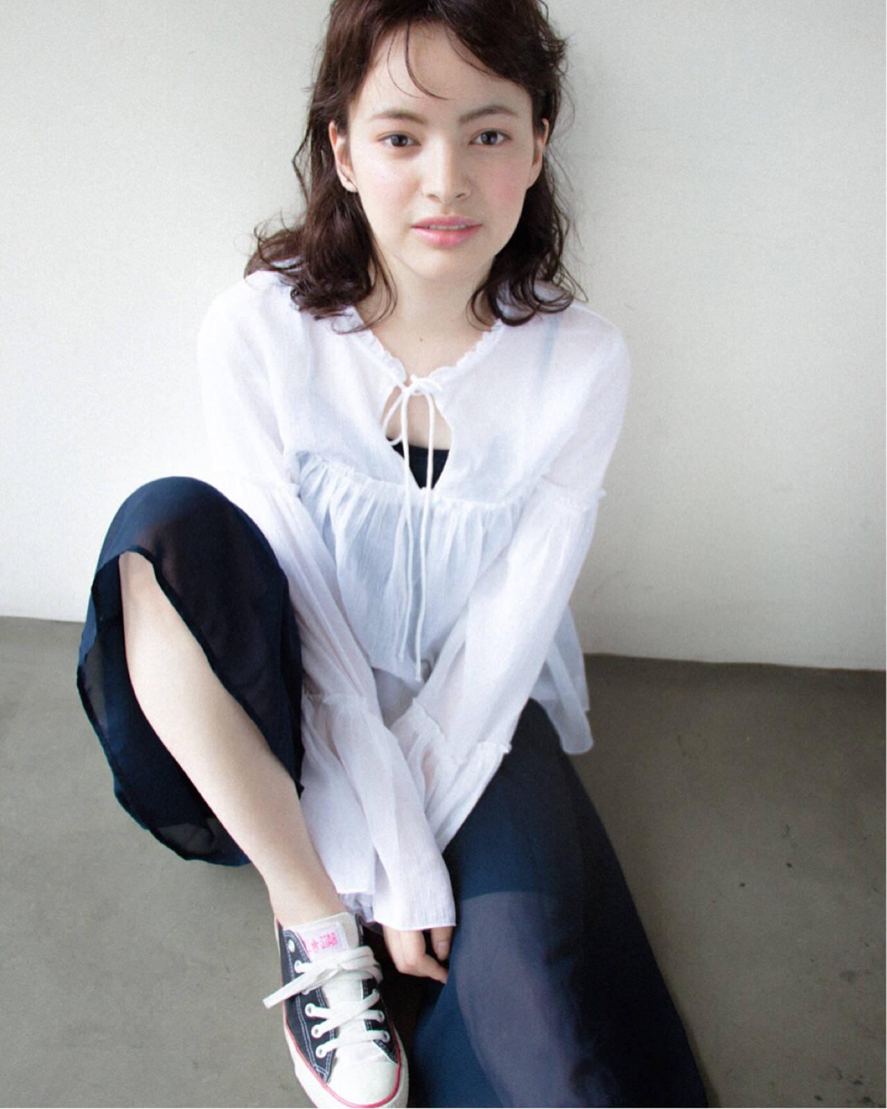 ミディアム モード 暗髪 黒髪ヘアスタイルや髪型の写真・画像